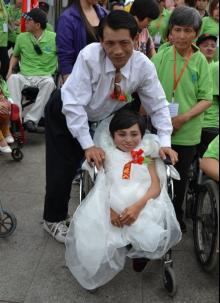 户外活动总结:人物特稿:艰苦创业的残疾夫妇故事