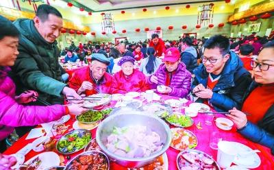 """""""千人饺子宴""""吃了四十年"""